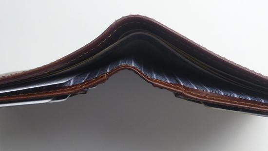 04財布の上面.jpg