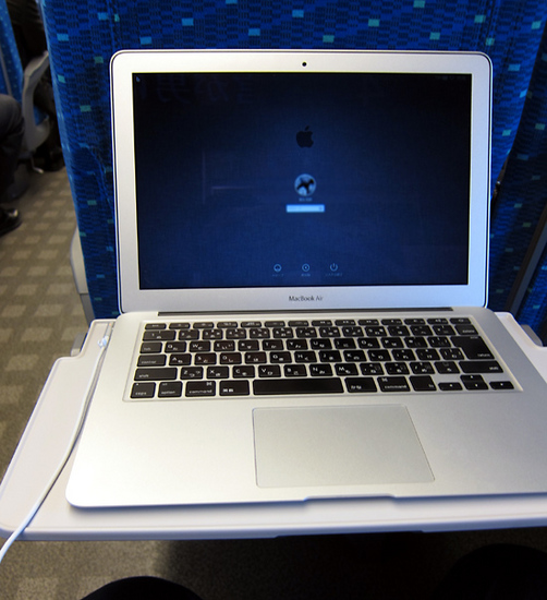 10shinkansen_seat_table_mac.jpg